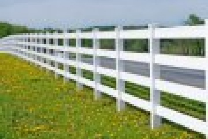Spot On Glass Pvc fencing 720 480